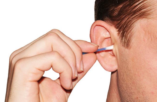 Natural way remove ear wax quickly